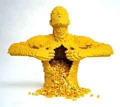 Nathan Sawaya. Photo: brickartist.com