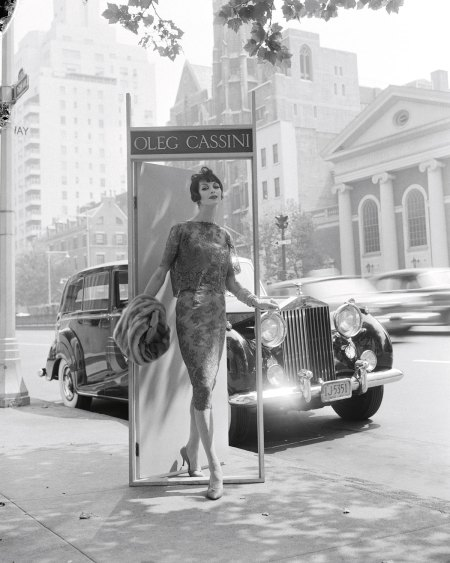oleg-cassini-ann-st-marie-park-avenue-at-63rd-street-1958-for-altman-stoller-foto-dal-libro-22mid-century-fashion-and-advertising-photography22-by-william-helburn