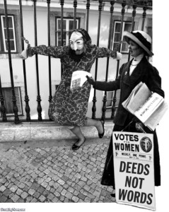woman-chained-to-fence-with-suffragettes-85705